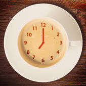 Clock on coffee — ストック写真