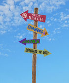 Four arrows beach directional post — Zdjęcie stockowe