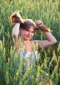 Beautiful girl In a wheat field — Stock Photo