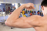 Flexing biceps in gym — Photo