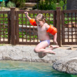 Little girl jumping into the pool — Foto de Stock