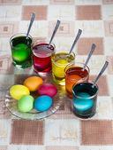 イースターの休日のための卵を着色 — ストック写真