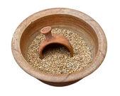 Tahıllar ile toprak kap — Stok fotoğraf