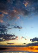 Bella alba sopra il mare. — Foto Stock