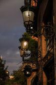 Geceleri parlayan sokak lambası — Stok fotoğraf