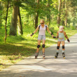 Mother and daughter learn to roller skate — Stock Photo