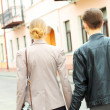 Stylish young hipster couple walking down the street — Stock fotografie