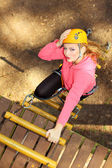 Beautiful girl climber climbs — Stock Photo