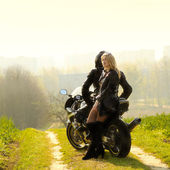 Couple with motorcycle — Stockfoto