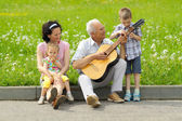 Old man playing guitar — Stock Photo