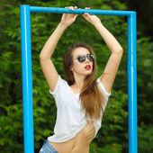 Brunette woman portrait in sunglasses — Stock Photo