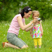 Mom and daughter with photocamera — Stock Photo