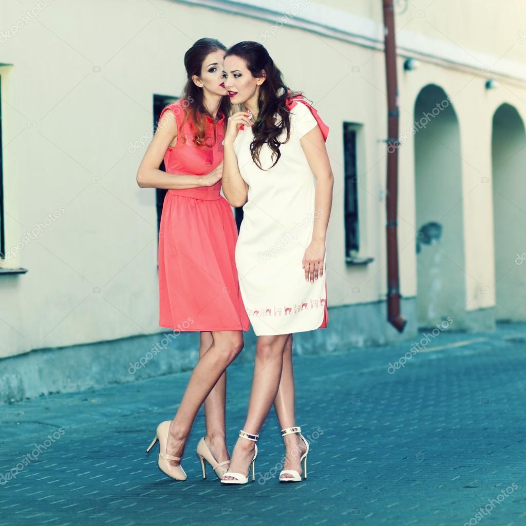 Красивые девушки говорят