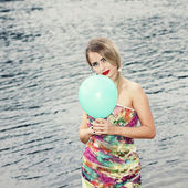 Woman on beach with balloon — Photo