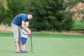 Family at golf course — Stock Photo