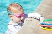 Ragazzo in piscina — Foto Stock
