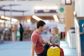 Family at airport — Stock Photo
