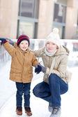 家族のアイス スケート — ストック写真