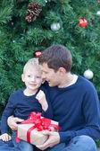 Familj i juletid — Stockfoto