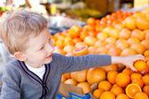 Dziecko zakupy — Zdjęcie stockowe