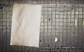 Papier op de tegel wand — Stockfoto