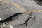在路上,巷道违反裂缝 — 图库照片