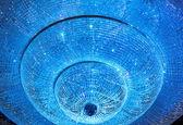 Shiny crystal chandelier — Stock Photo