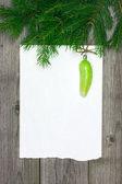圣诞贺卡与 fir 分支和复古摆设 — 图库照片