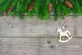ロッキング馬と fir 支店 — ストック写真