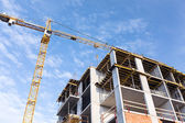 Concrete building and crane — Stock Photo