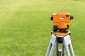 Optical level on tripod — Stockfoto