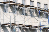 Building with scaffolding — Stockfoto