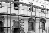 Scaffolding on a renovation wall — Foto Stock