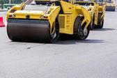 Rodillo de camino amarillo — Foto de Stock