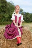 俄罗斯传统服饰的女人 — 图库照片
