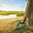 Hippie girl with guitar — Stockfoto