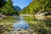 River in the mountains — 图库照片