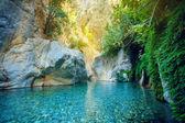 Beautiful turquoise lake — Stock Photo
