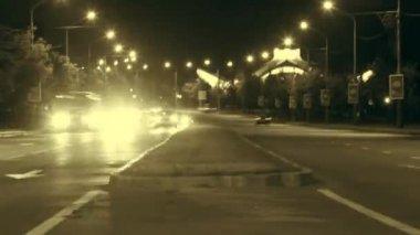 Stadtverkehr bei nacht zeitraffer — Stockvideo