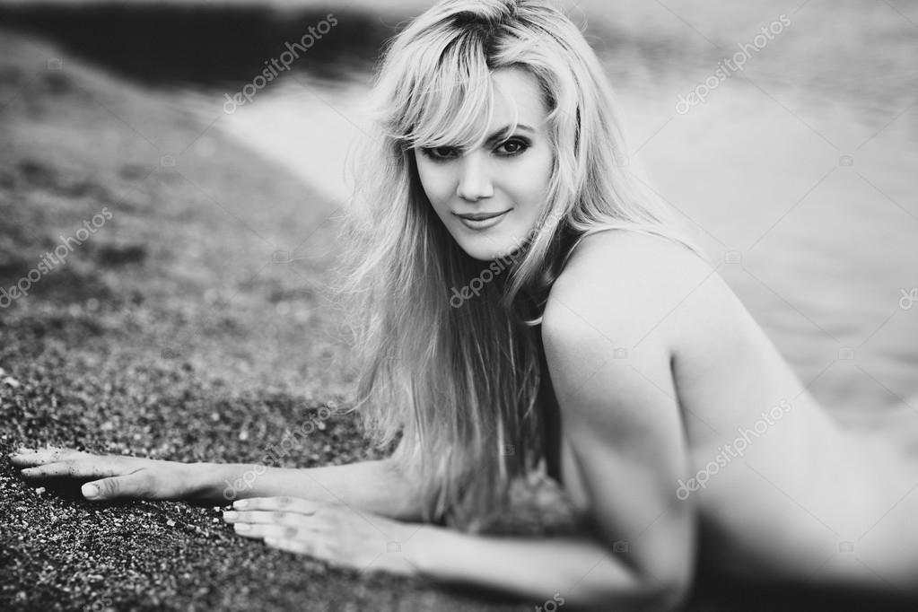 Young woman portrait. Black and white. — Stock Photo #14607887