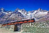 Trainen in alpen — Stockfoto