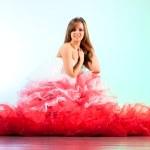 jonge vrouw in rode jurk — Stockfoto #3071847