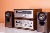 Vintage hi-fi Stereo Amplifier tuner and speakers in wooden cabi — Stok fotoğraf