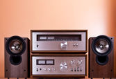 Vintage hi-fi Stereo Amplifier tuner and speakers in wooden cabi — Stock Photo