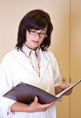 Female scientist holds file with experiment results — Stock Photo