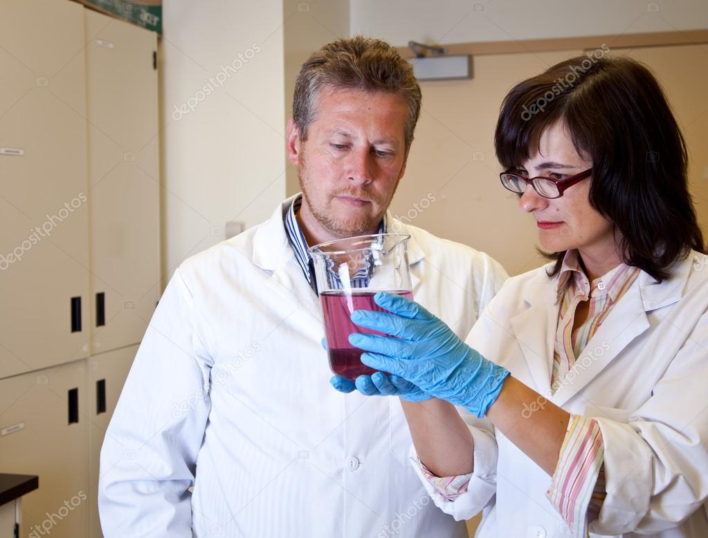 Scientists perform dissolution test — Stock Photo #14672009