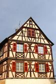 コルマール、フランスの伝統的な木骨造りの家 — ストック写真