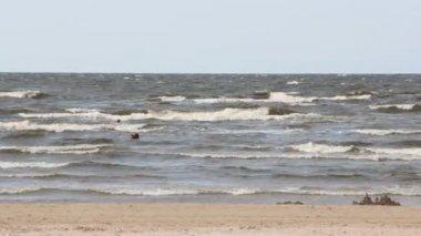 пляж в юрмале, балтийское море, латвия — Стоковое видео