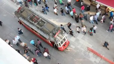 Red vintage tram on the Istiklal street in Istanbul — Stock Video