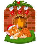 Christmas Kitten Sleeping near Fireplace — 图库矢量图片